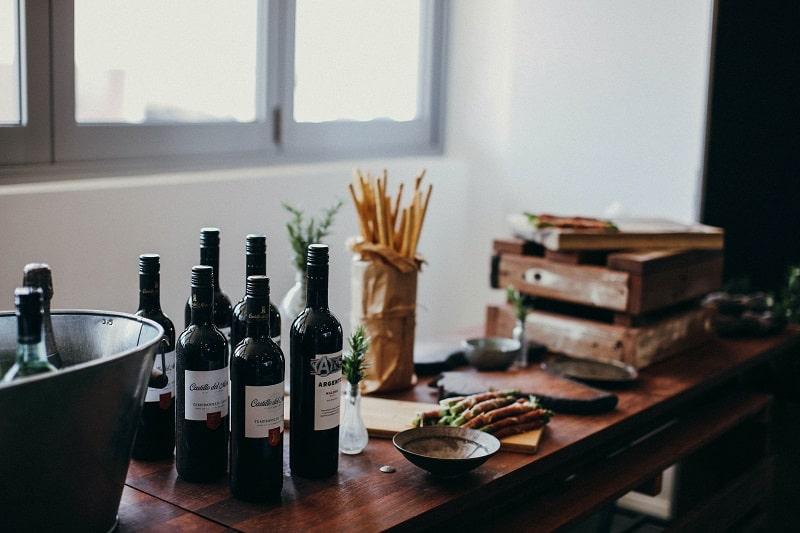 contrast between Shiraz vs Syrah wines
